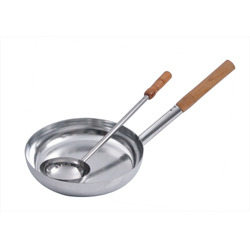 Fry Pan With Ladle