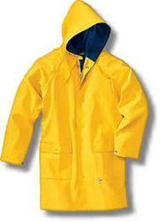穿普通雨衣的男人,黄色