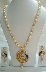Beaded Ladies Necklace Set