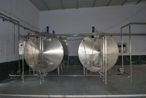 Horizontal Milk Storage Tank View Specifications