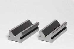Elongated V blocks