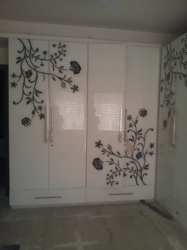 White Lacquer Glass Gurpreet Glass Wholesale Trader In