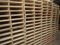 PINE WOOD PALLETS FOR EXPORT.