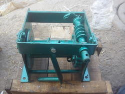 KMT Manual Hand Winch for Industrial, Rope Length (meters): 5-10