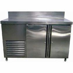 Swing Door SS Table Top Freezer, Capacity: 200-300 L