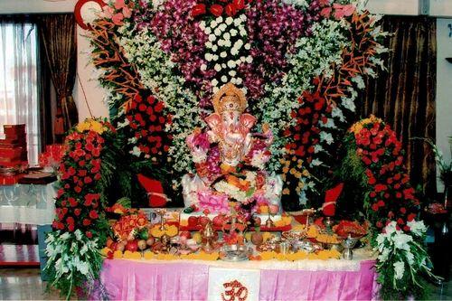 Flower Decoration service provider of wedding car flower decoration & wedding gate
