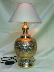 Vaah Hand Engraved Brass Table Lamps, ब्रास टेबल लैंप, लैंप की पीतल की मेज  - Vaibhavi Aromatics And Handicrafts, New Delhi | ID: 8720802097