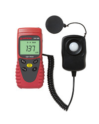 LM 100 Amprobe Light Lux Meter