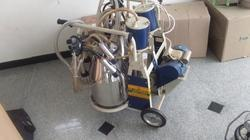 Double Bucket Portable Milking Machine