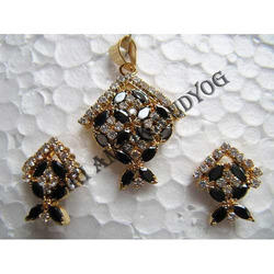 Black-White AD Pendant Set