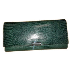 Leather Green Ladies Fashionable Wallet, Packaging Type: Packet