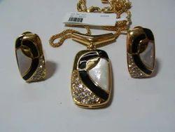 Costume Jewelry Pendent Set