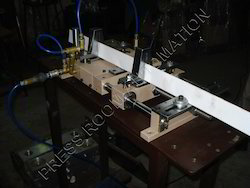 Pneumatic Feeder for Cardboard Edge Protectors