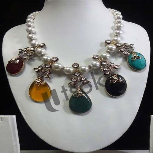 Share hand job necklace pearl