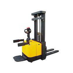 ATOZ 1000 To 2000 Kg Electric Pallet Stacker, Capacity: 1000 To 2000 Kg, Loading Capacity: 1000 To 2000 Kg