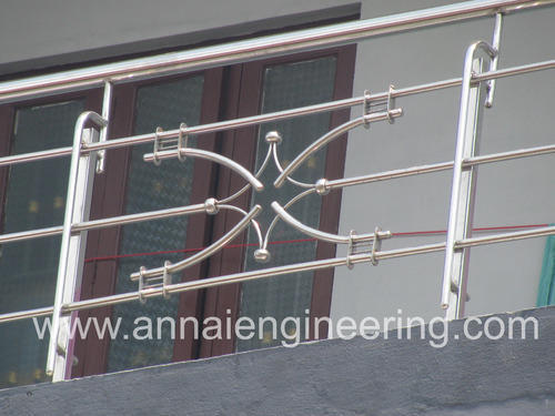 Steel handrail stainless steel balcony design for Balcony steel railing designs pictures