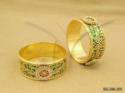 Paan Textured Round Style Thewa Bangles