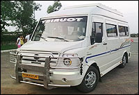 14 Seater Tempo Traveller Rental