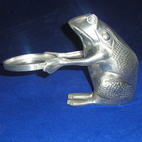 Frog With Pillar Holder