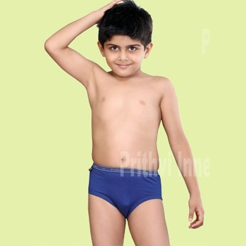 Browse our wide selection of kids' socks and underwear and discover everything they need for daily wear. You're sure to find comfy tees, boxer briefs and boxers for boys. You're sure to find comfy tees, boxer briefs and boxers for boys.