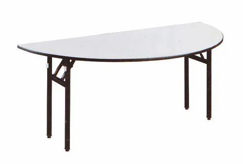 Merveilleux Half Moon Banquet Table
