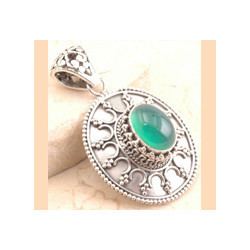 Stylish 925 Sterling Silver Green Onyx Pendant