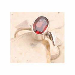 Garnet Ring in 925 Sterling Silver