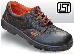 Black, Red Leather Black & Red Safety Shoes, Packaging Type: Box