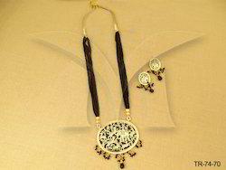 Haati Share Single Thewa Necklace Set