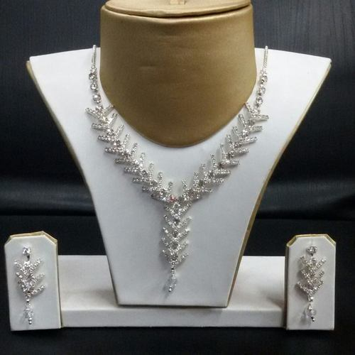 Contemporary And Ethnic Silver Tone Necklace Set