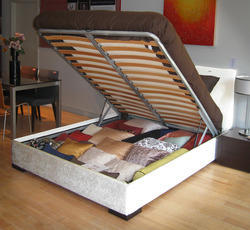 Queen Bed with Hydraulic Storage
