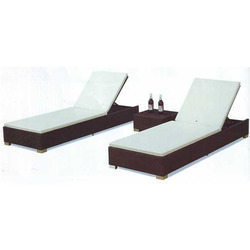 wicker pool Loungers