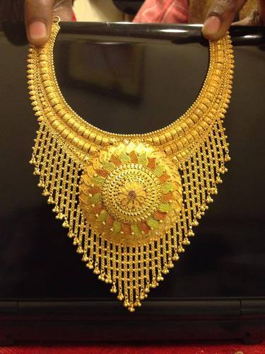 Golden Necklace & Golden Designer Necklace Retail Shop from Kolkata