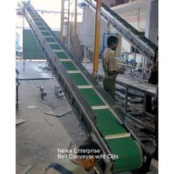 Belt Conveyors with Vertical Clits