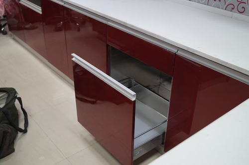 Modular kitchen interior design in pitampura new delhi for Modular kitchen shelves designs