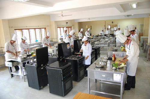 Five Basic Kitchen Layouts: Basic Training Kitchen, Catering Services