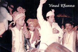 Vinod Khaana Enjoying Wedding with Master Band