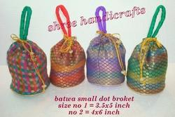 Batwa Small Dot Broket