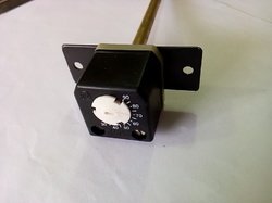 Panel Thermostat with Plain Fixing Bracket