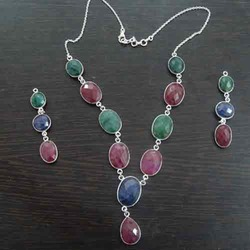Trandy Bezel Necklace Set