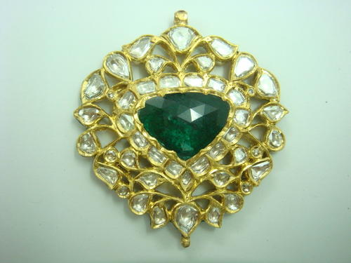Emerald gold polki pendant at rs 165000 piece sone ke laket emerald gold polki pendant aloadofball Image collections