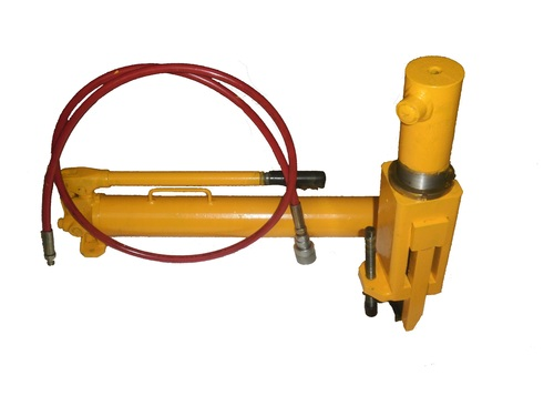 OTR Tyre Hydraulic Bead Breaker With Hand Pump At Rs 35000