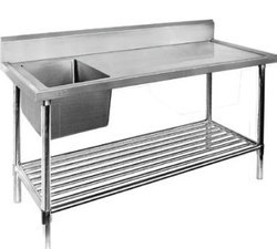 Stainless Steel Glossy And Smooth Work Table With Single Sink, Number Of Sinks: 1 Or 2, Sink Shape: Rectangular Or Square