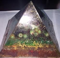 7 Chakra Reiki Infused Crystal Healing Orgone Pyramid