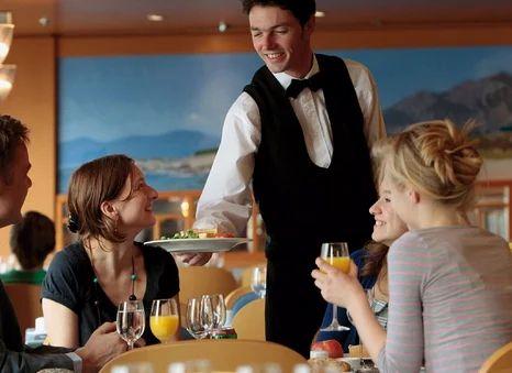 Creación de estándares de servicio de restaurante para brindar una experiencia estelar a los huéspedes