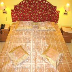 Dual Elephant Trunk Up Bed Cover