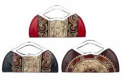 BI Shantiniketan Leather Ladies Handle Fancy Wallet, Packaging Type: Single Poly Pack