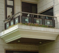 Front Wood and Glass Railing