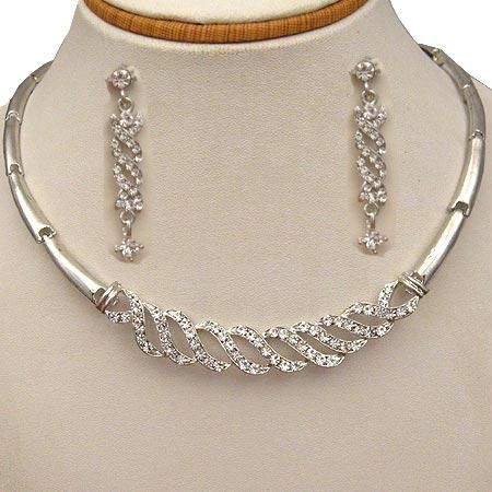 1e4f12308fc79 Designer Diamond Necklace, Fashion Jewellery | Balram Chambers ...