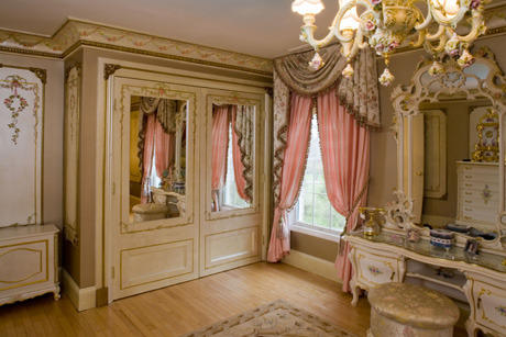 Decorative Wood Moulding, Metal & Plastic Moulding Services